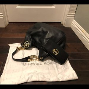 Michael Kors Pebbled Leather Bag/wallet Gold Chain